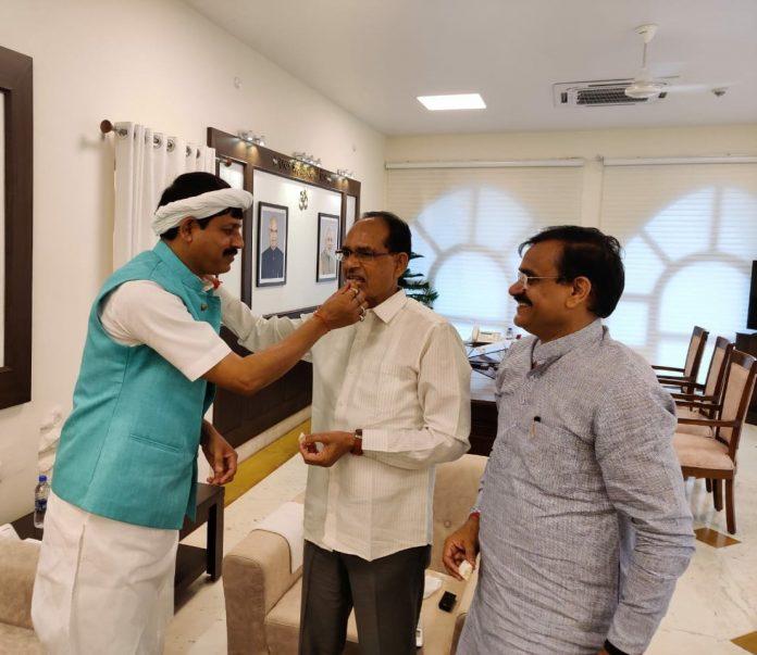 पूर्व CM Kamalnathको बड़ा झटका, Congres का एक और विधायक BJP में शामिल