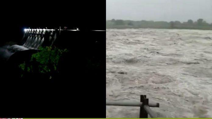 6-gates-of-madikheda-dam-open