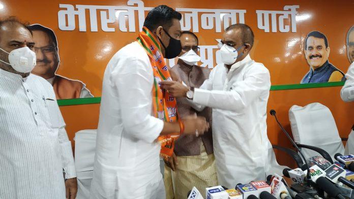 congress-mla-rahul-lodhi-joins-bjp-