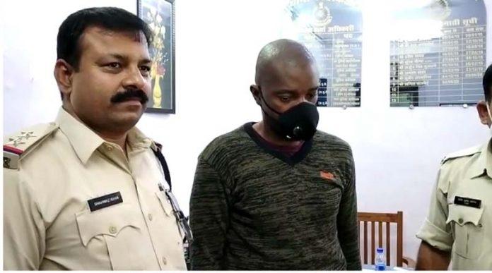 fake visa arrested