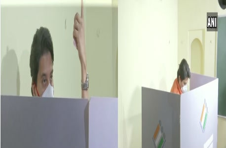Jyotiraditya Scindia casts votes in GWALIOR by-election